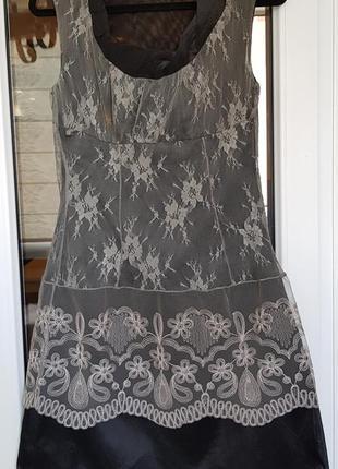 Черное платье из органзы с кружевом