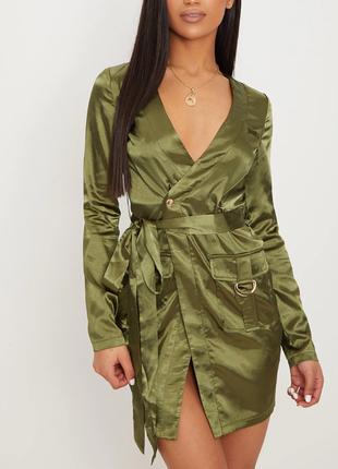 Длинные атласные платья: стильные образы для вечеринок | 430x310