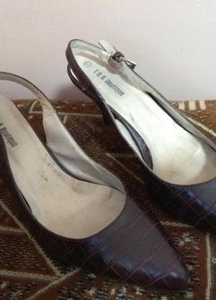 Туфли темно коричневые 39 р