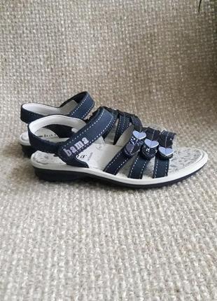Гарненькі сандалики для дівчинки шкіряні bama розмір 28