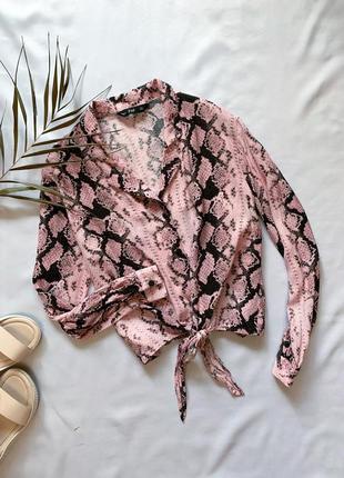 Трендовая рубашка в змеинный принт