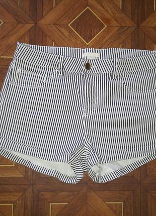 Фирменные летние короткие шорты в полоску от h&