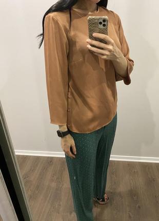 Безумно красивая базовая карамельная блуза