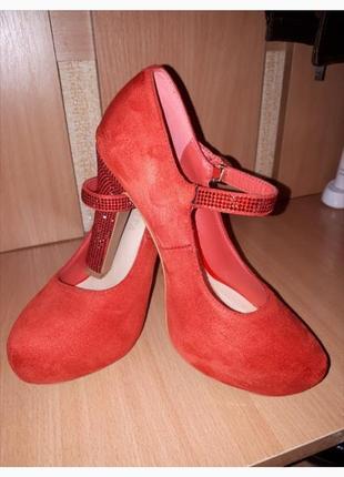 Туфлі туфли босоніжки сандалі
