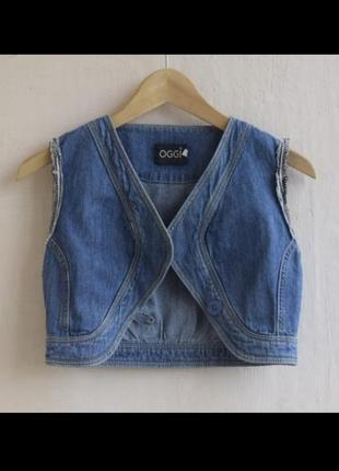 Короткая джинсовая жилетка