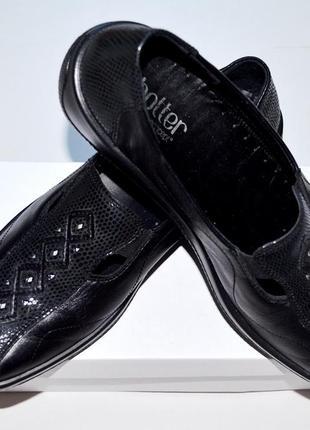 Черные,легкие,удобные и практичные туфли,кожа с красивым оформлением,38 размер,24,5 см.
