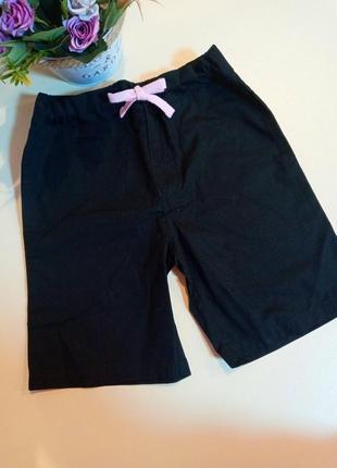Отличные класические шорты,5-6 лет