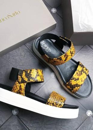 Franco sarto оригинал желтые сандалии змеиный принт на платформе