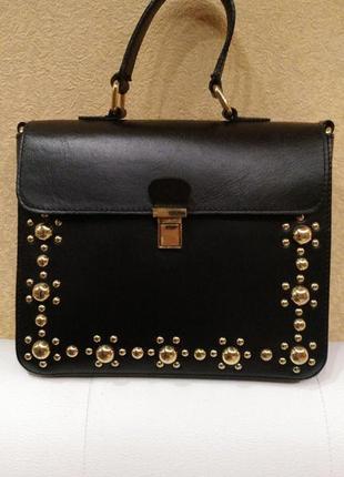 Кожаная сумка с заклепками asos