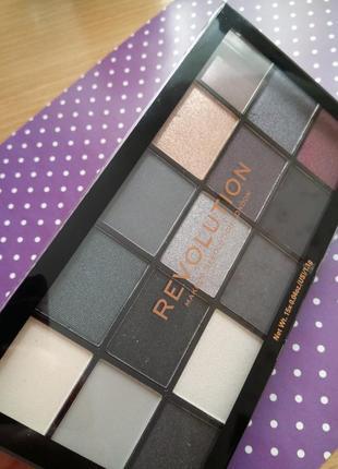 Палитра теней makeup revolution reloaded blackout