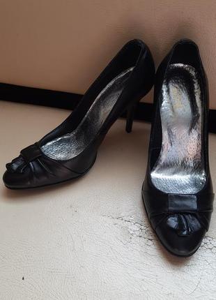 Шкіряні туфлі .maximoda.