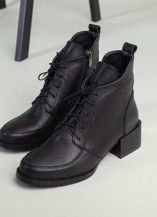 Чёрные ботинки на низком каблуке. ботинки деми кожа