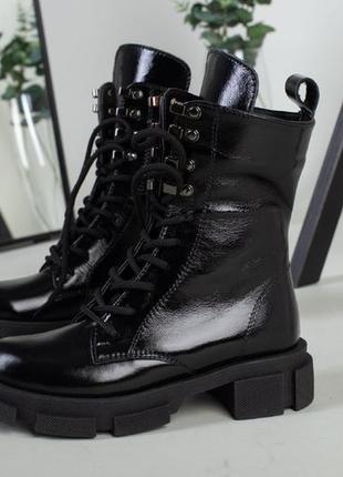 Лаковые ботинки деми/зима натуральная кожа. ботинки на шнурках.