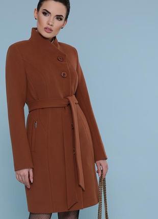 Стильное пальто цвета капучино