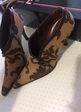 Кожаные полусапожки туфли закрытые с острым носком батильны туфли миди mario fabiani