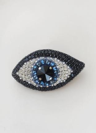 Брошь глаз из бисера и кристалов
