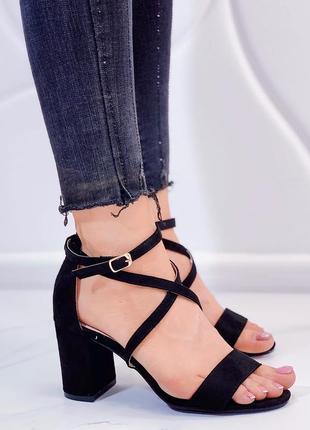 Новые шикарные женские чёрные босоножки на каблуке босоніжки