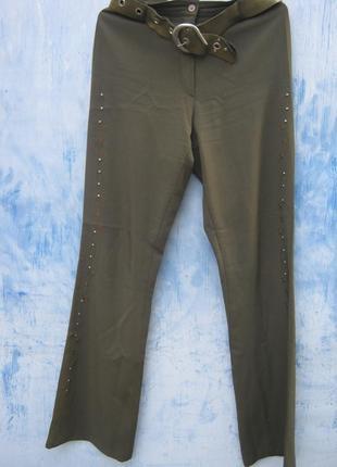Зеленые брюки хаки  заклепки вышивка на лето  new look