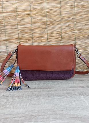 Маленька компактна сумочка на плече. маленькая сумочка на плечо
