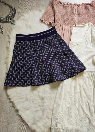 Короткая синяя юбка на резинке с принтом рисунком пышная трапеция мини с резинкой широкой