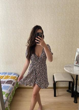 Платье с принтом и оборками pull&bear