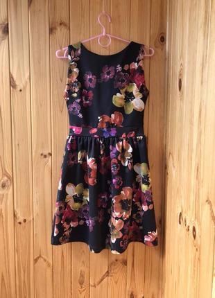 Короткое платье с цветочным принятом   вечернее платье