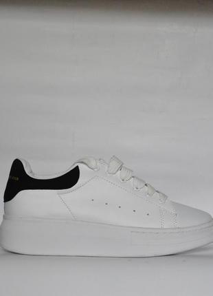 Женские кроссовки alexander mcqueen белые