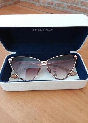 Трендовые очки le specs