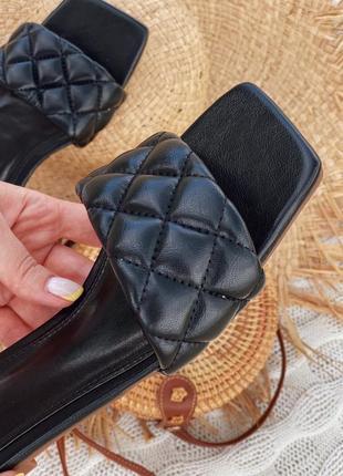 Трендовые шлепки квадратный каблук