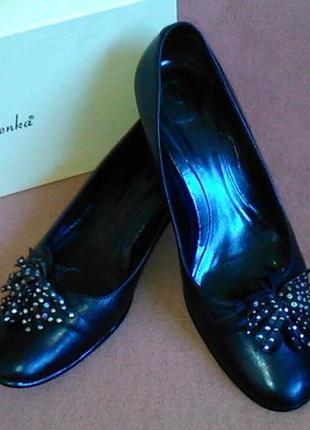 Туфли черные кожаные на низком каблуке1 фото