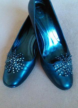 Туфли черные кожаные на низком каблуке2 фото