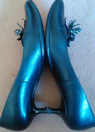 Туфли черные кожаные на низком каблуке3 фото