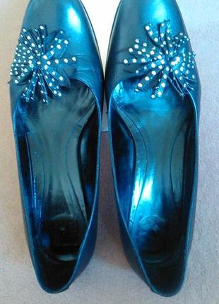 Туфли черные кожаные на низком каблуке5 фото
