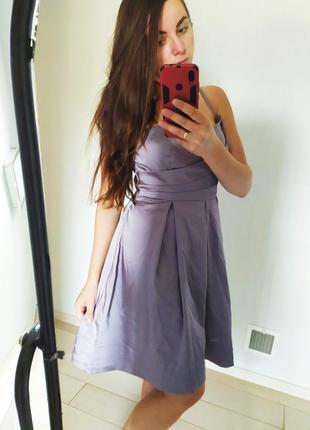 Серое атласное платье нарядное