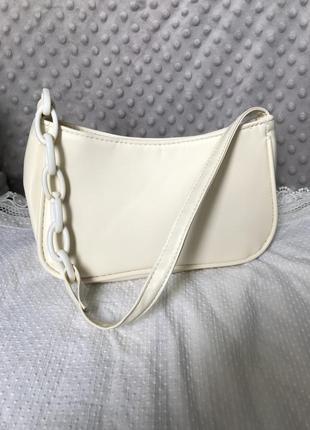 Летняя сумка багет с пластиковой цепочкой