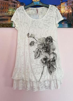 Крутая футболка в цветы