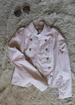 Розовый короткий пиджак