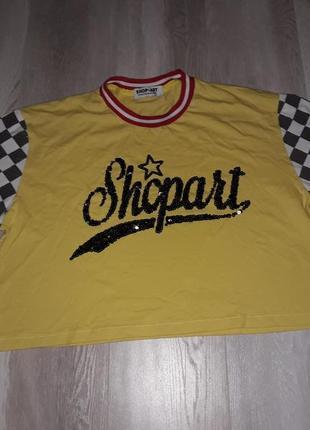 Коротка спортивна футболка для модниці!