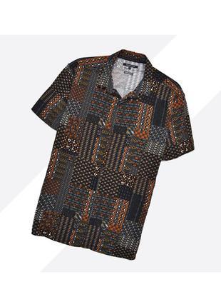 Peacocks xl / лёгкая гавайская рубашка в чёрно-оранжевый орнамент