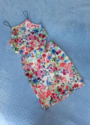 Платье с вырезом на талии в цветочный принт sale
