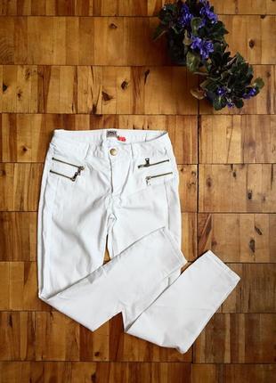 Белые джинсы only