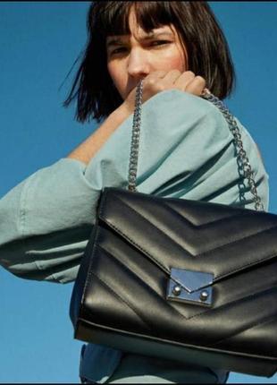 Трендовая черная сумка кроссбоди или на плечо