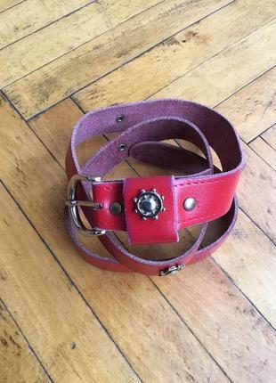 Кожаный красный ремень тонкий со штурвалом морская тематика бесплатно