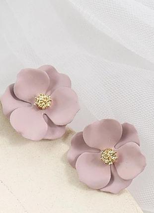 Нежные серьги гвоздики в форме цветка