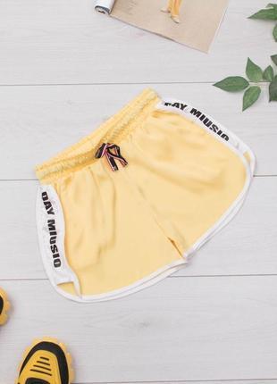 Стильные женские спортивные короткие трикотажные шорты1 фото