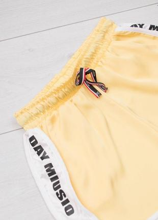 Стильные женские спортивные короткие трикотажные шорты3 фото