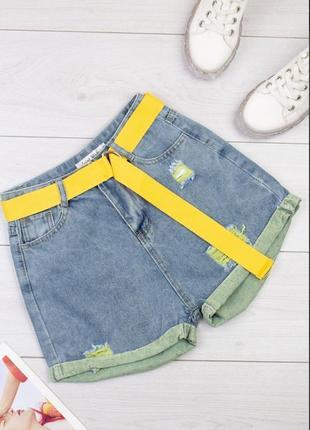 Стильные яркие джинсовые шорты мом mom с поясом высокая посадка