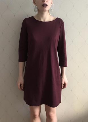 Простое бордовое платье м