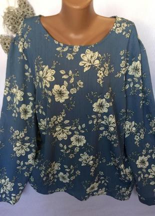 Шикарная блуза , на спине с пуговицей