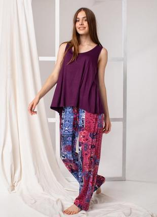 Шикарный комплект майка и штаны вискоза фиолетовый с узорами